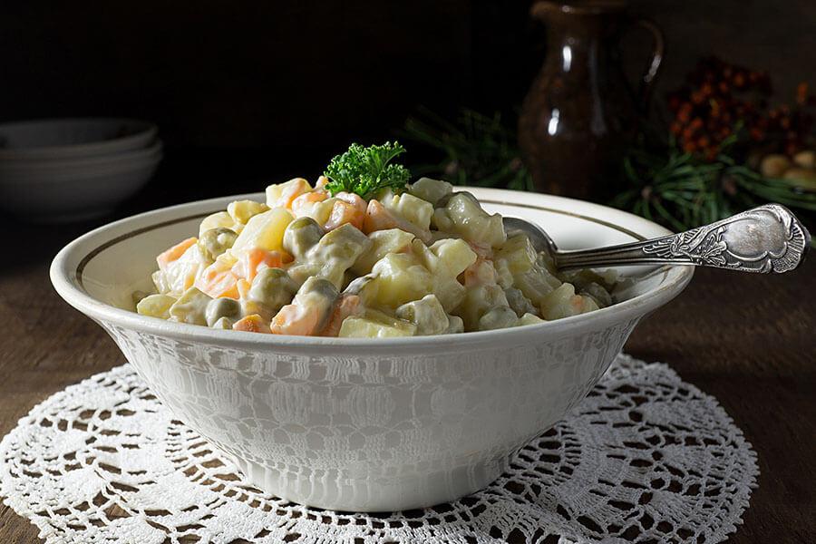 Olivye tayyorlash retsepti — salatning kolbasa va tovuq go'shtidan turlari